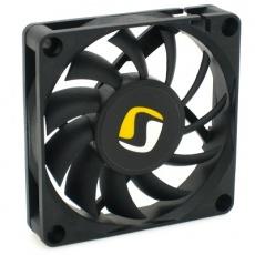 Rozměry (mm): 70 x 70 x 15 Rychlost otáček (RPM): 2000 Průtok vzduchu: 16,88 CFM (28,7 m3h) Hlučnost: 17,7 dB / A Ložiska: FDB (Fluid Dynamic Bearing) Napětí: 12V Proud: 0.18A Konektor: 3 pin, kabel  MTBF: 50.000 h