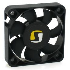 Rozměry (mm): 50 x 50 x 10 Rychlost otáček (RPM): 3500 Průtok vzduchu: 8,5 CFM (14,45 m3h) Hlučnost: 18,7 dB / A Ložiska: FDB (Fluid Dynamic Bearing) Napětí: 12V Proud: 0.12A Konektor: 3 pin, kabel  MTBF: 50.000 h